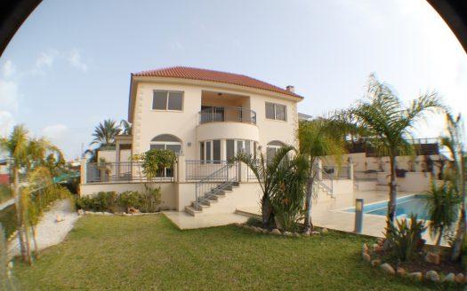 5 Bedroom villa for rent in Mesovounia