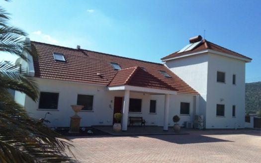 7 Bedroom villa for sale in a calm area
