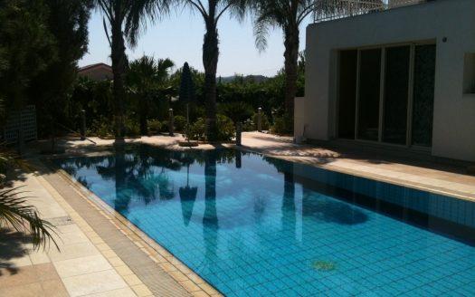 Beautiful 5 bedroom villa for rent