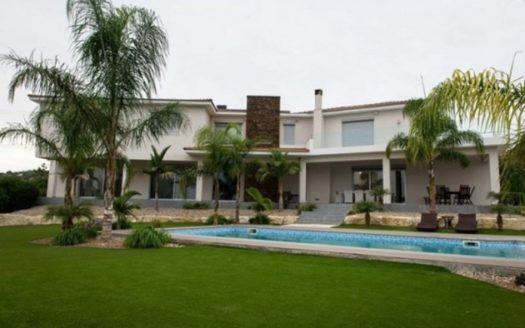 Modern 5 bedroom villa for rent