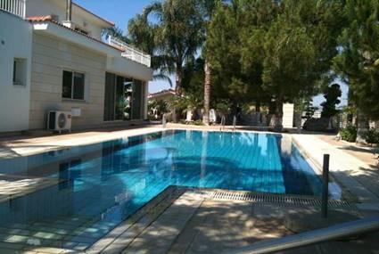 5 Bedroom villa in a calm area for sale