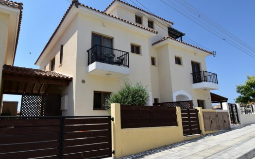 Pissouri Menelaos Town House with Roof Terrace