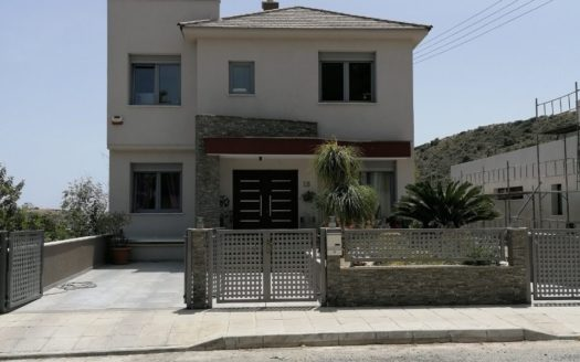 4+2 Bedroom house for rent in residential area