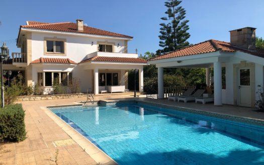 4+1 bedroom villa for rent in a quiet area