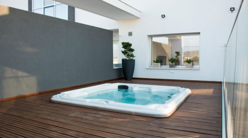 Private outdoor Jacuzzi