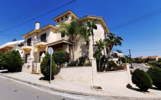 4 + 1 Bedroom house in Agia Fyla, Limassol