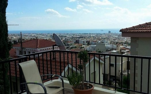 Spacious Upper Floor 3 Bedroom Panthea House