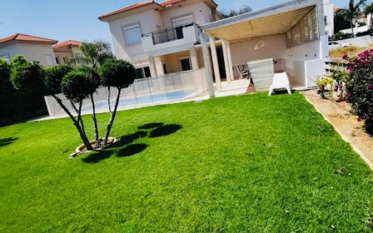 Lovely 3 bedroom house in Pareklisia Sea front
