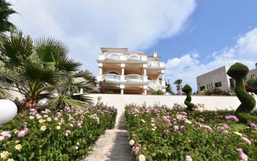 5 Bedroom villa in Mesovounia for sale