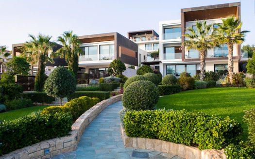 Stunning 4 bedroom villa on the sea front