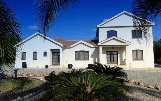 Lovely 6 bedroom house in Kiti for sale