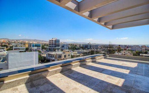 Luxury top floor apartment for sale in Mesa Geitonia