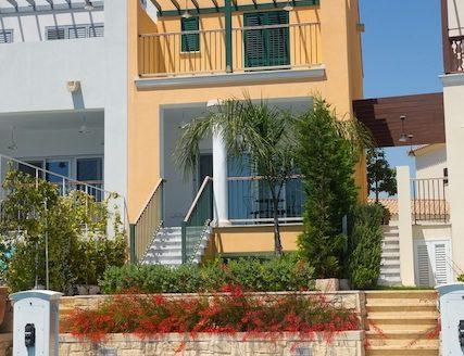 Lovely 2 bedroom villa in Limassol Marina