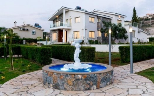 5 bedroom luxury villa in Agios Tychonas