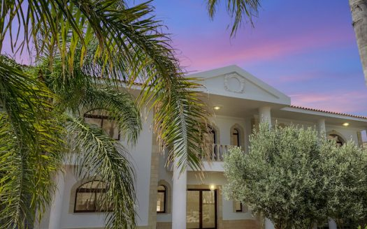 Luxury sea vew villa for sale in Pyrgos, tourist area
