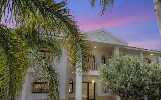 Luxury sea view villa in Pyrgos tourist area