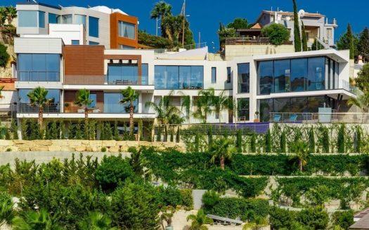 Stunning 4 bedroom villa for sale in Agios Tychonas