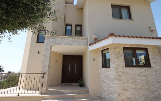 3 plus 2 bedrooms cozy house for rent in Agios Athanasios
