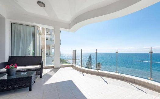Fully renovated 4 bedroom apartment - sea front line