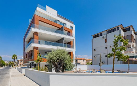 3 bedroom penthouse 500m from the beach
