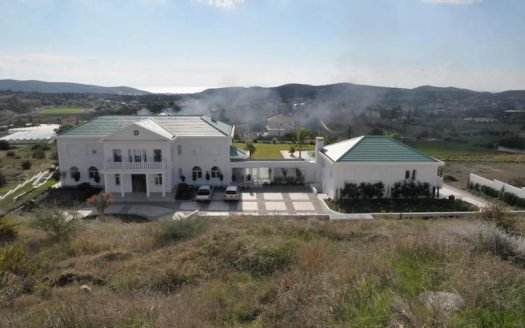 Unique estate of 6 bedrooms for rent in Pyrgos