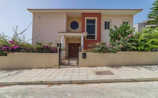 Beautiful 5 bedroom house in Mouttagiaka for rent