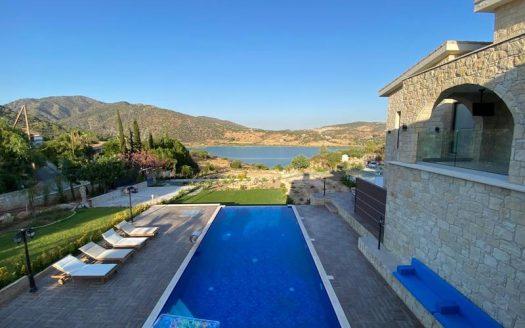 Luxury villa in Akrounta for rent