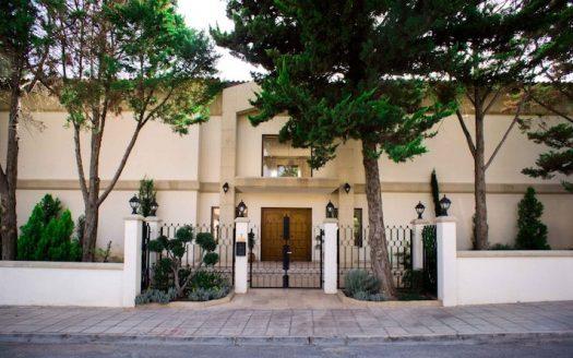 Detached 5 bedroom villa in Ekali area for sale