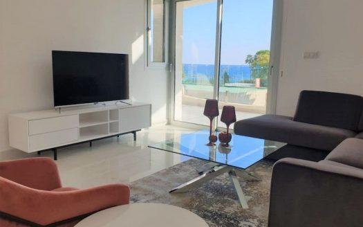 Luxury 2 bedroom apartment opposite the sea