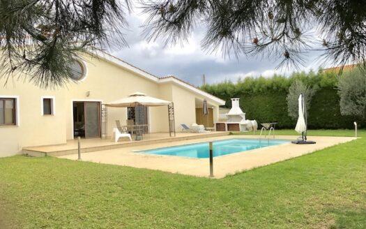4 bedroom villa with private swimming pool in Moni