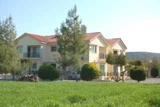 Spacious 3 Bedroom Apartment in Pissouri for Long Term Rent