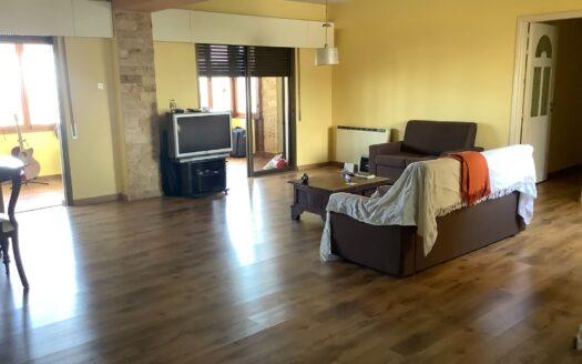 3 Bedroom apartment in Mesa Geitonia for sale