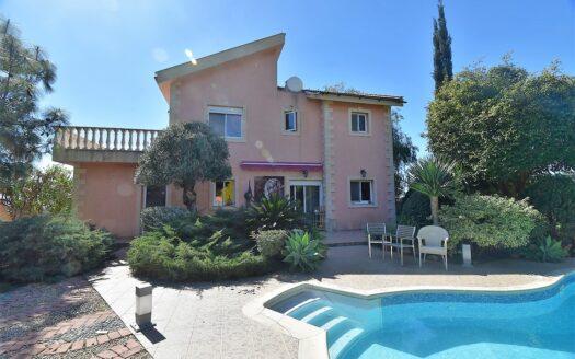 A stunning Agios Athanasios villa with sea views