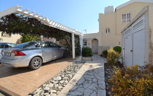 Split level 2 bed apartment with stunning sea views