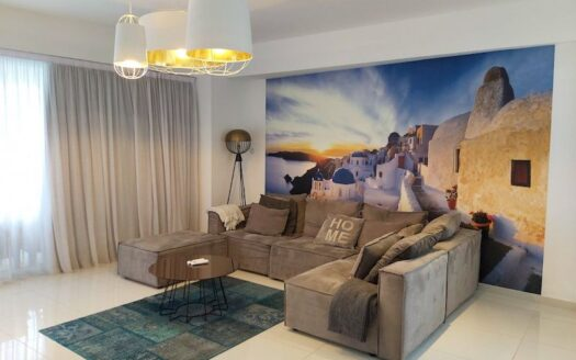Lovey 2 bedroom apartment opposite the sea