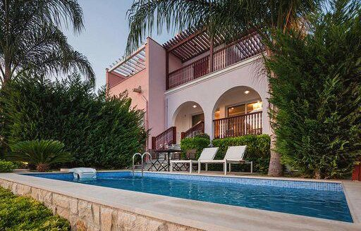 Luxury 4 bedroom villa in the marina for rent