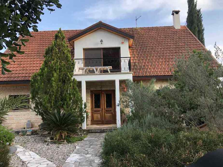 4 Bedroom house in Palodia for rent