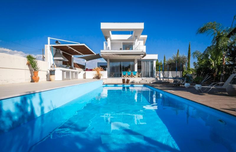4 bedroom villa for rent in Ypsonas area