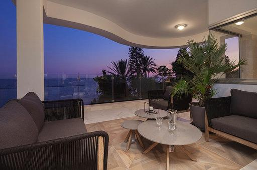 Spacious 3 bedroom apartment on the sea front