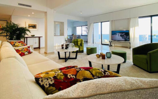 2 bedroom luxury apartment on the sea front