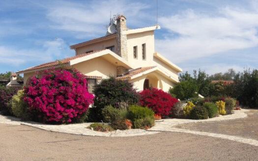 Stunning 3 Bedroom Garden Villa in Anogyra