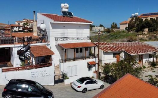 2 bedroom house to rent in Pissouri