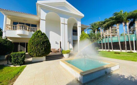 4 bedroom seafront villa for rent near St Raphael Marina