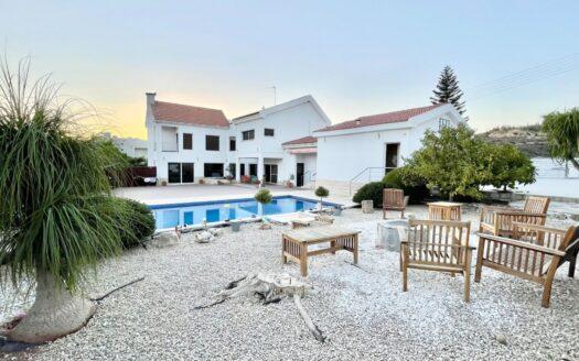 4 Bedroom villa in Agios Athanasios, Limassol for sale